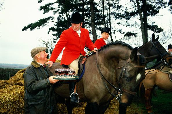 Red Wine「Huntsman offered 'stirrup cup' before foxhunt」:写真・画像(6)[壁紙.com]