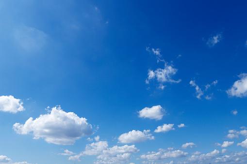 Cumulus Cloud「Low Angle View Of Blue Sky」:スマホ壁紙(11)