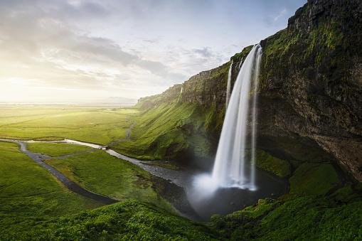 River「Seljalandsfoss waterfall」:スマホ壁紙(12)