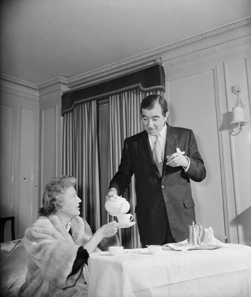 Pouring「Tea At The Newtons'」:写真・画像(19)[壁紙.com]