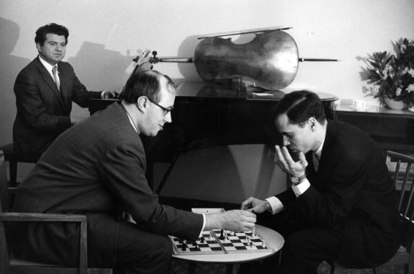 Recreational Pursuit「Playing Chess」:写真・画像(19)[壁紙.com]
