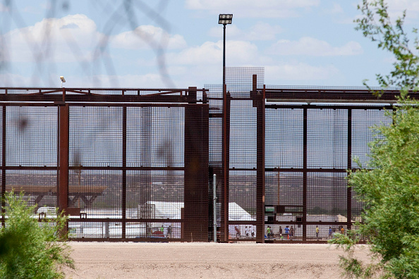 Tent「New Tent Camps Go Up In West Texas For Migrant Children Separated From Parents」:写真・画像(14)[壁紙.com]