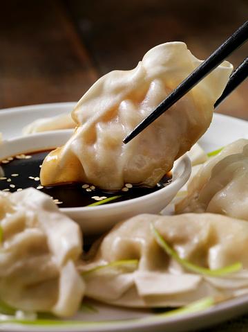 Chinese Dumpling「Steamed Asian Pork Dumplings with Soy Sauce and Green Onions」:スマホ壁紙(18)