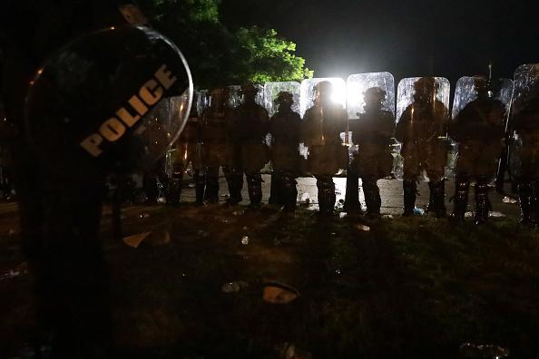 Effort「Protesters Demonstrate In D.C. Against Death Of George Floyd By Police Officer In Minneapolis」:写真・画像(10)[壁紙.com]