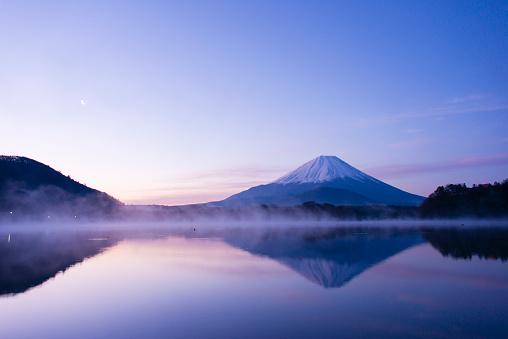 富士山「Mt Fuji reflect lake in the morning」:スマホ壁紙(9)