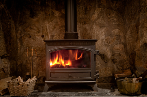 Cast Iron「Cozy Fireplace With A Wood Burning Stove」:スマホ壁紙(5)
