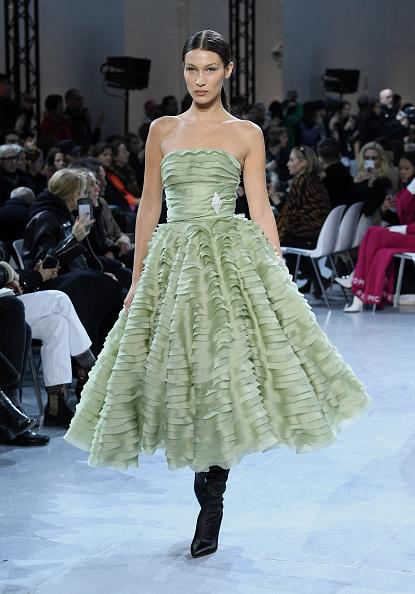 Green Color「Alexandre Vauthier : Runway - Paris Fashion Week - Haute Couture Spring/Summer 2020」:写真・画像(18)[壁紙.com]