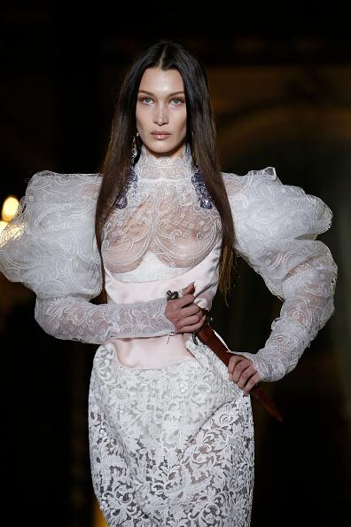 Wedding Dress「Vivienne Westwood : Runway - Paris Fashion Week Womenswear Fall/Winter 2020/2021」:写真・画像(13)[壁紙.com]