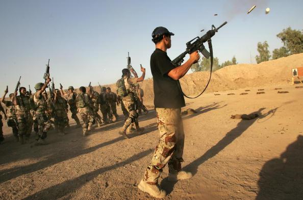 アジアカップ「Iraqi Special Forces Celebrate Asian Cup Soccer Win」:写真・画像(3)[壁紙.com]