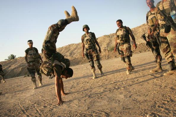 アジアカップ「Iraqi Special Forces Celebrate Asian Cup Soccer Win」:写真・画像(2)[壁紙.com]