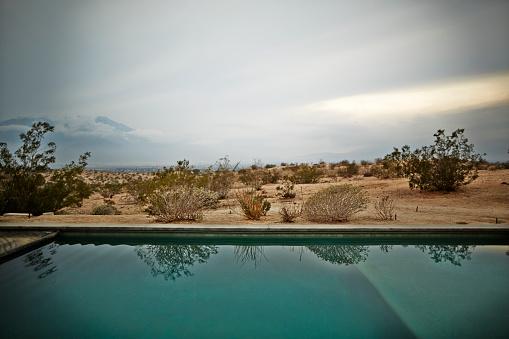 Uncertainty「Swimming pool in the desert」:スマホ壁紙(12)