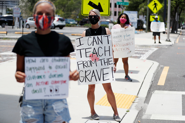 Tampa「Hillsborough County Florida Teachers Protest Reopening Schools Amid Pandemic」:写真・画像(15)[壁紙.com]