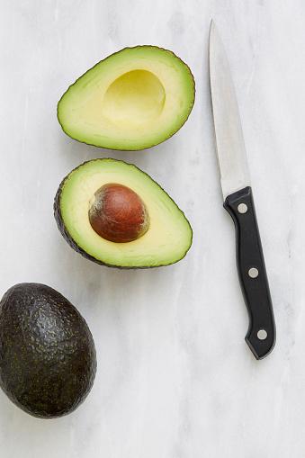 Avocado「Overhead view of halved avocado and knife」:スマホ壁紙(2)