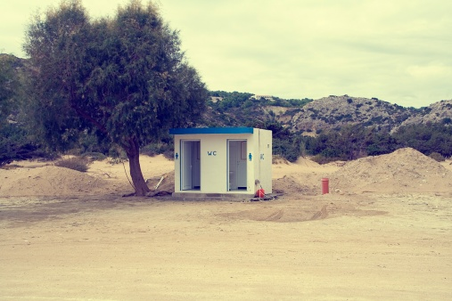 Public Restroom「Greece, Rhodes, View of public toilet on beach」:スマホ壁紙(12)