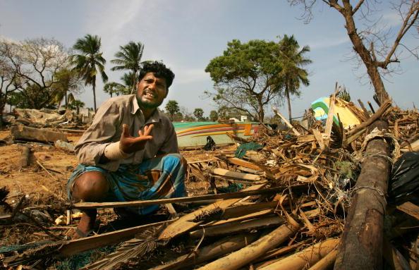 Fisherman「Cleanup Continues In Sri Lanka」:写真・画像(3)[壁紙.com]