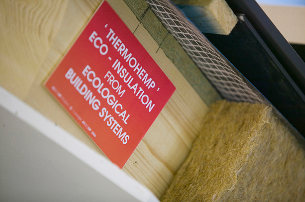 Simplicity「Roof insulation at Bedzed the UK's largest eco village Beddington London UK」:写真・画像(1)[壁紙.com]