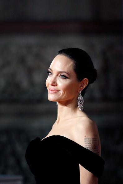 アンジェリーナ・ジョリー「EE British Academy Film Awards - Red Carpet Arrivals」:写真・画像(19)[壁紙.com]