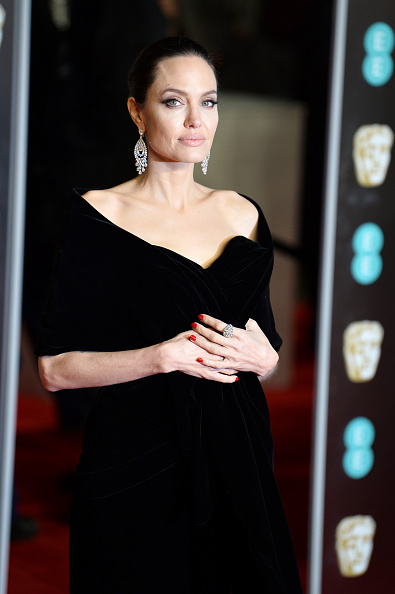 アンジェリーナ・ジョリー「EE British Academy Film Awards - Red Carpet Arrivals」:写真・画像(14)[壁紙.com]