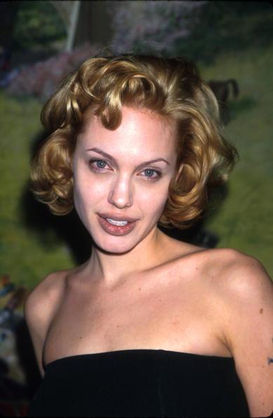 アンジェリーナ・ジョリー「Angelina Jolie arrives at the National Board of Review Awards」:写真・画像(17)[壁紙.com]