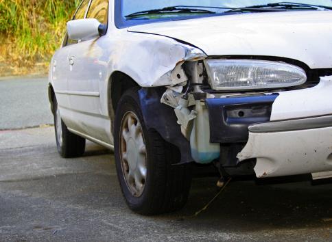 Insurance「AUTOMOBILE CRASH Front Bumper Damage on White Car」:スマホ壁紙(13)