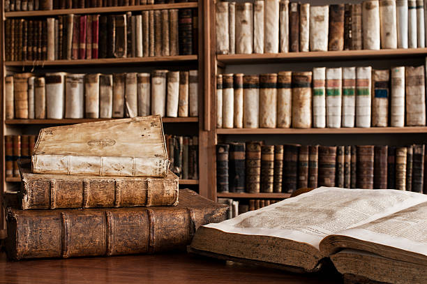 Antique books in a library:スマホ壁紙(壁紙.com)
