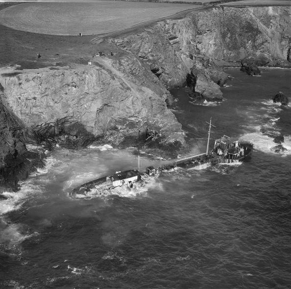 Bay of Water「Wreck Of The Tanker Hemsley I At Fox Cove,」:写真・画像(16)[壁紙.com]