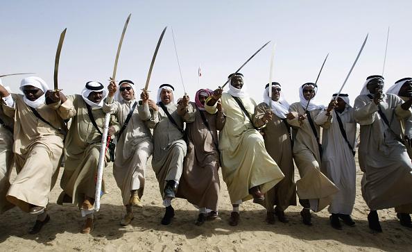 Sword「Bedouin Dancers Perform War Dance Near Iraqi Border In Kuwait」:写真・画像(12)[壁紙.com]