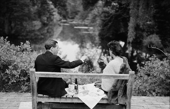 Bench「Champagne Picnic」:写真・画像(4)[壁紙.com]