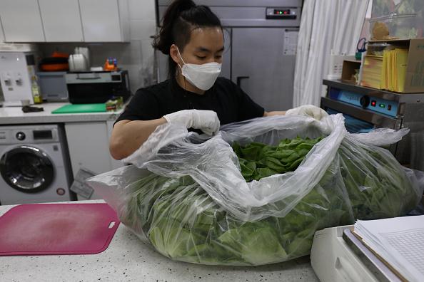 Salad「Agriculture Farms Grow Food Under Seoul's subway stations」:写真・画像(17)[壁紙.com]