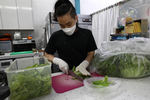 Salad「Agriculture Farms Grow Food Under Seoul's subway stations」:写真・画像(19)[壁紙.com]