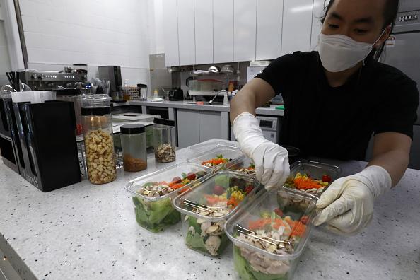 Salad「Agriculture Farms Grow Food Under Seoul's subway stations」:写真・画像(7)[壁紙.com]