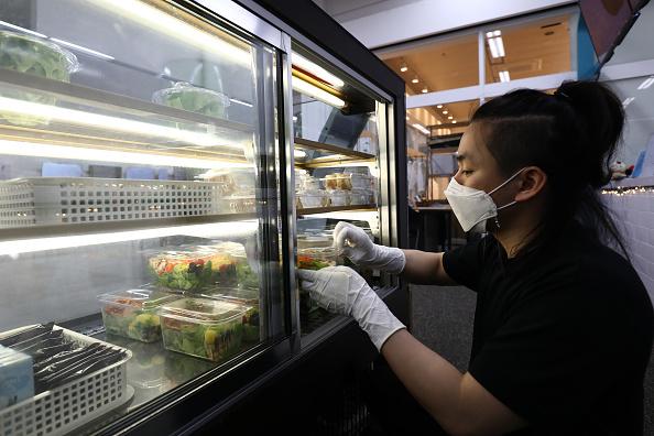Salad「Agriculture Farms Grow Food Under Seoul's subway stations」:写真・画像(8)[壁紙.com]