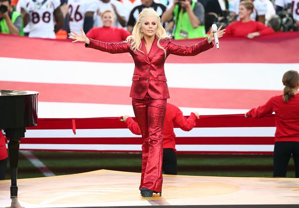 National Anthem「Lady Gaga Sings The National Anthem At Super Bowl 50」:写真・画像(10)[壁紙.com]