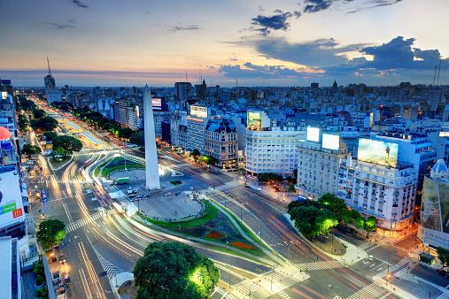 Buenos Aires「Argentina, Buenos Aires, Avenida 9 de Julio」:スマホ壁紙(1)