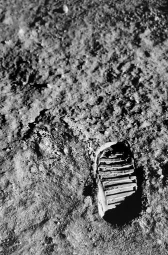 Moon「Astronaut Footprint on Moon Surface」:スマホ壁紙(4)