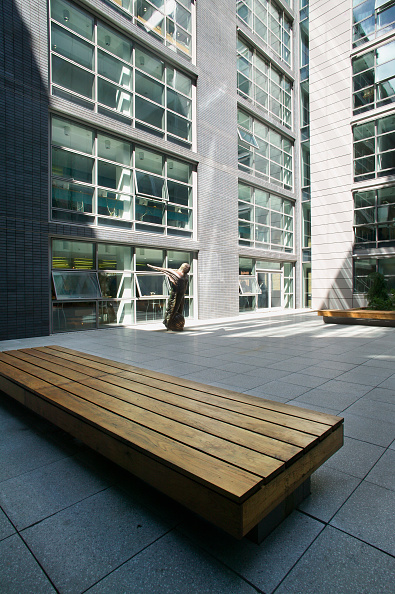 Bench「Courtyard of Cass Business school, City of London, UK」:写真・画像(5)[壁紙.com]