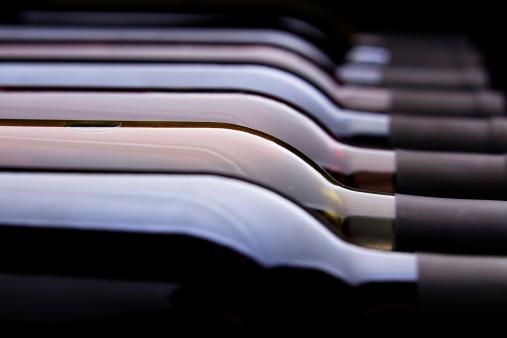 Wine Bottle「Row of Wine Bottles」:スマホ壁紙(14)