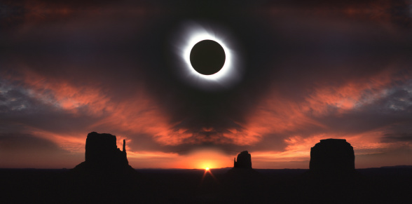 Digital Composite「Total solar eclipse and Monument Valley at sunrise, Utah, USA」:スマホ壁紙(12)