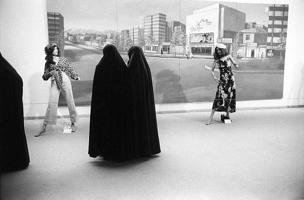 Contrasts「Fashion Exhibit」:写真・画像(1)[壁紙.com]