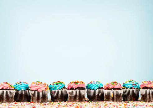 並んでいる「カップケーキのボーダー」:スマホ壁紙(7)
