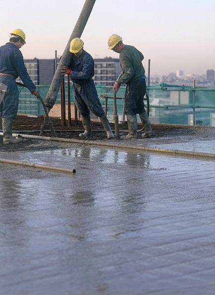 Pouring「Pouring and compacting in situ reinforced concrete using pump and vibrating poker during reinforced floor slab construction at the Diwa building London, United Kingdom」:写真・画像(8)[壁紙.com]
