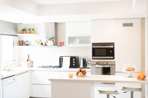 Wide Shot「Modern kitchen with counter and natural sunlight」:スマホ壁紙(7)