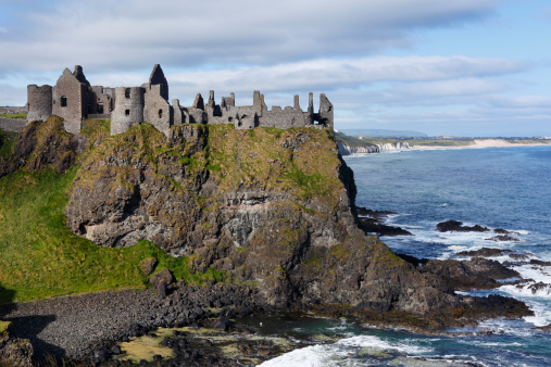 Castle「United Kingdom, Northern Ireland, County Antrim, View of Dunluce Castle」:スマホ壁紙(18)