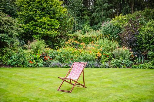 Deck Chair「Deck Chair in a Garden」:スマホ壁紙(10)