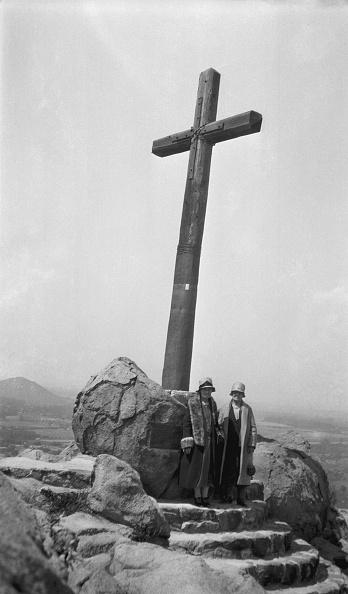 Water's Edge「Serra Cross Rubidoux Mountain」:写真・画像(1)[壁紙.com]