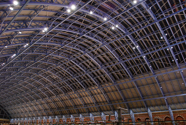 Business Finance and Industry「The 'Barlow shed' of the redeveloped St Pancras station, home of Eurostar, London, UK」:写真・画像(2)[壁紙.com]