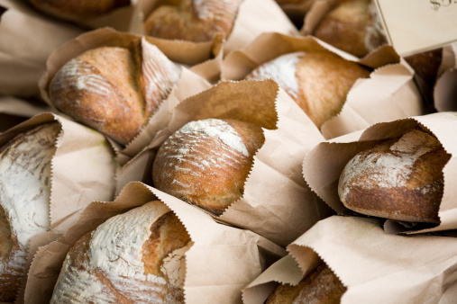 Temptation「Freshly baked bread in bags at a farmers market」:スマホ壁紙(16)