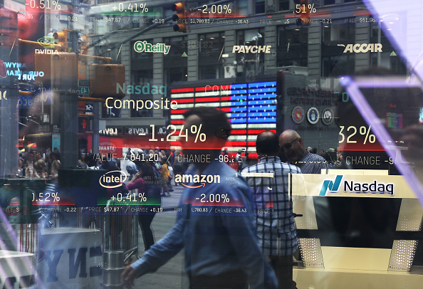 Stock Market and Exchange「NASDAQ Falls On Tech Company Earnings Reports」:写真・画像(5)[壁紙.com]