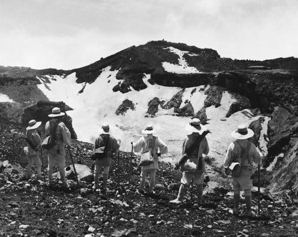 Mount Fuji「Mount Fuji Pilgrims」:写真・画像(16)[壁紙.com]