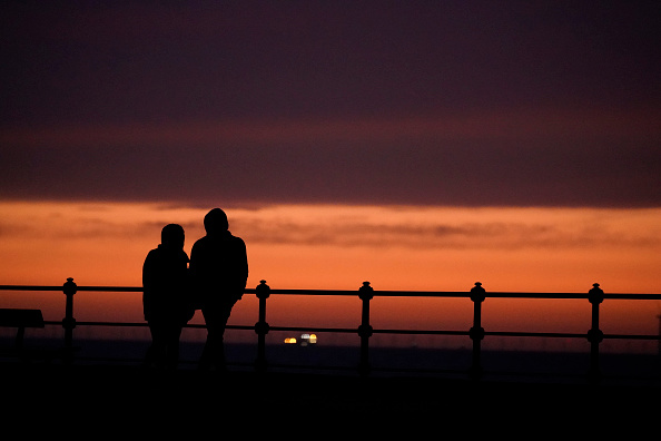 Couple - Relationship「The UK Adjusts To Life Under The Coronavirus Pandemic」:写真・画像(17)[壁紙.com]